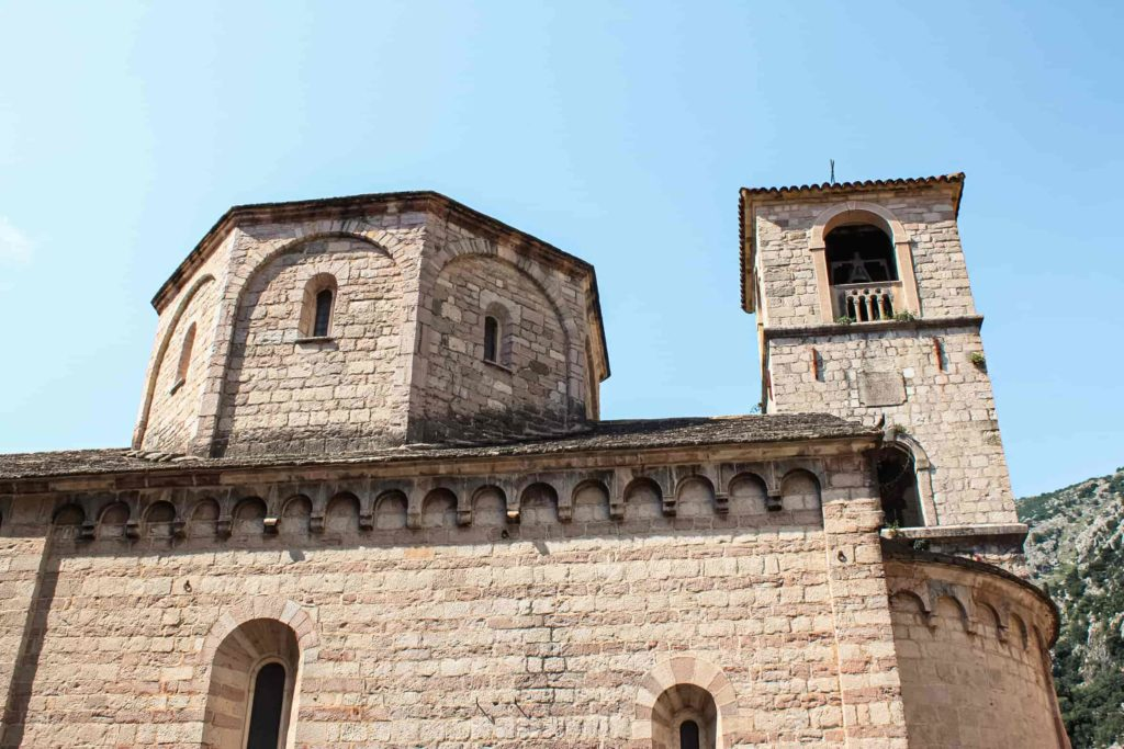 Igreja de São Nicolau, em Kotor, que fica localizada dentro da cidade antiga.
