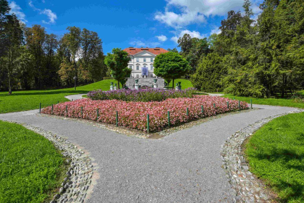 roteiro bálcãs em ljubljana, eslovênia. Parque Tívoli com o seu palácio