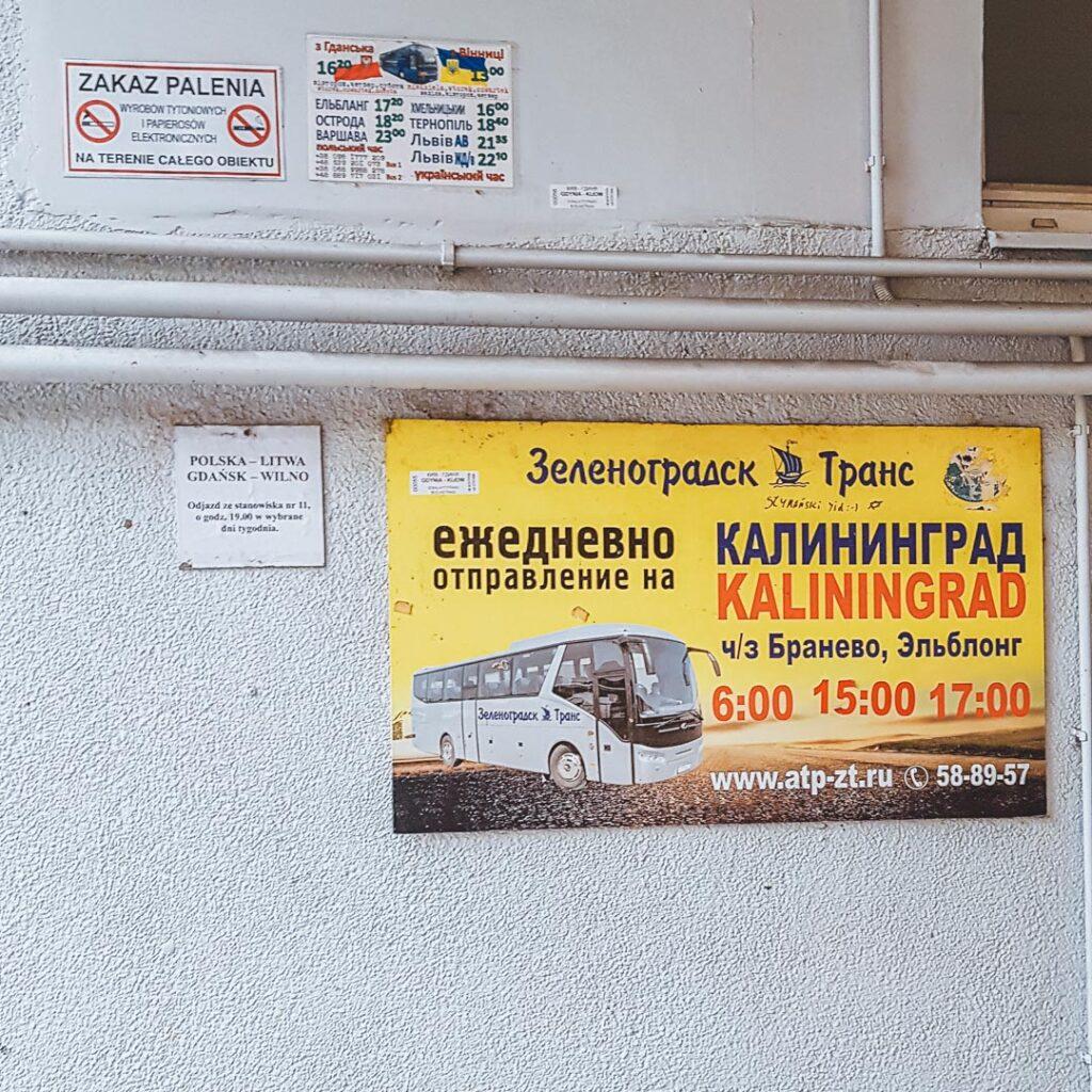 Placa da companhia de ônibus que faz o trajeto entre Gdańsk e Kaliningrado