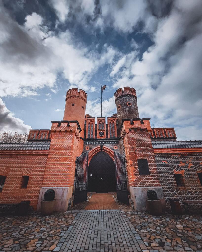 Portão de Friedrichsburg, que fazia parte do Anel de Proteção de Königsberg. Arquitetura gótica de tijolos