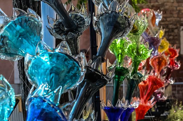 Diversos itens de cristal de murano coloridos