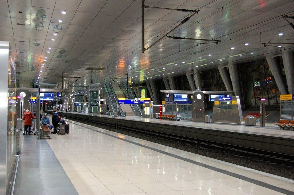 Como ir do aeroporto de Frankfurt para o centro da cidade, estação de Metrô