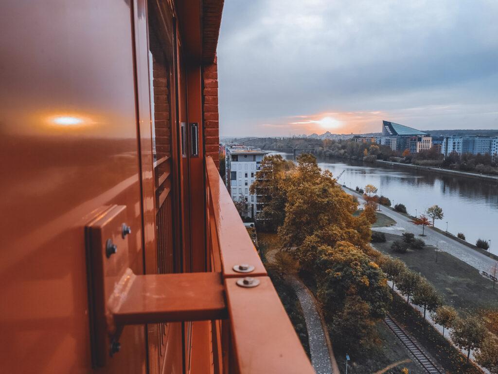 Vista de Frankfurt, para o rio Meno, da janela do Hotel The Flag