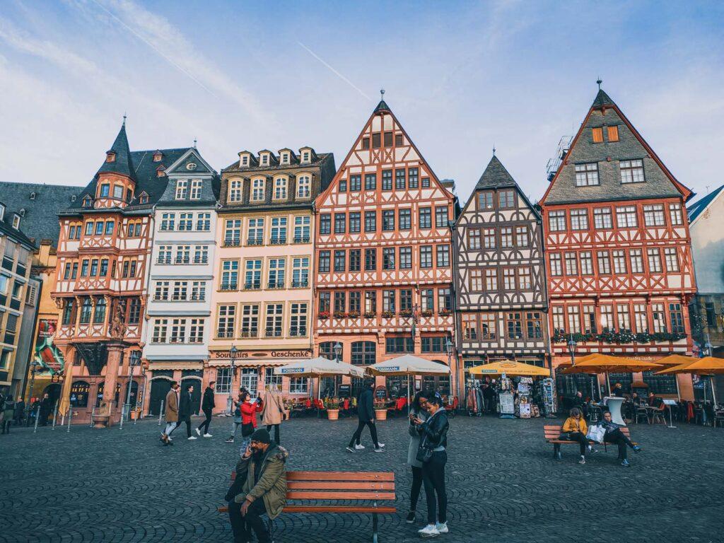 Ostzeile, as típicas casas alemãs de estilo enxaimel, na praça Römer, centro histórico de Frankfurt