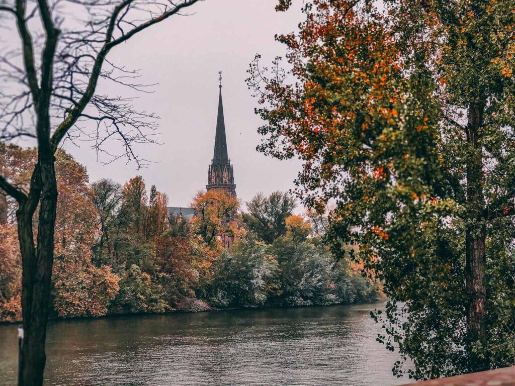 Rio Meno e Catedral em Frankfurt