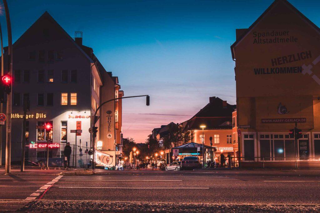 Noite em Spandau. Roteiro alternativo em Berlim e lugares diferentes para visitar