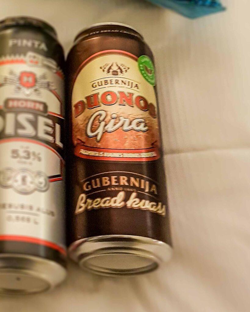Kvass ou Gira é uma bebida típica da Lituânia, feita à partir de pão de centeio fermentado.
