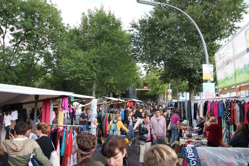O Nowkoelln Flowmarkt é um mercado de pulgas que funciona próximo ao canal de Berlim
