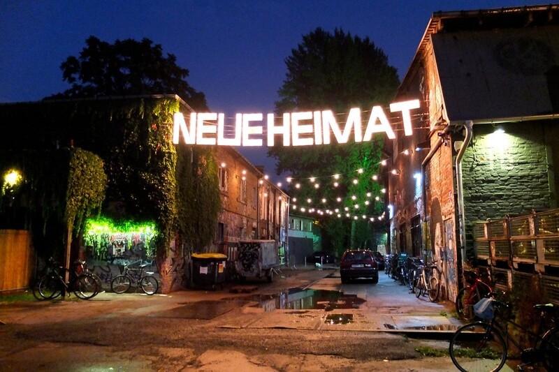 Berlim alternativa. O Neue Heimat tem feira. mercado de pulgas e exposições