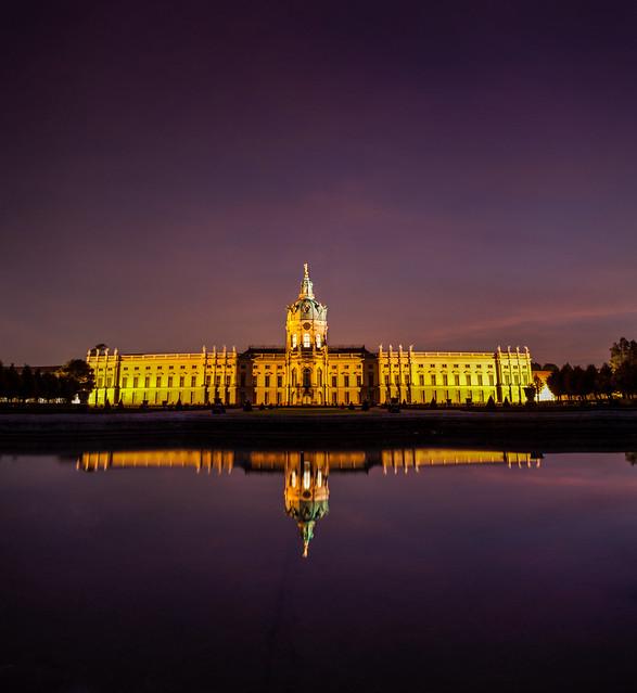 O Palácio de Charlottenburg é um prédio barroco que fica às margens do canal de Berlim